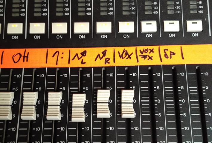 Doblar la voz y utilizar un canal sólo para algunos envíos de efectos permite mayor control.