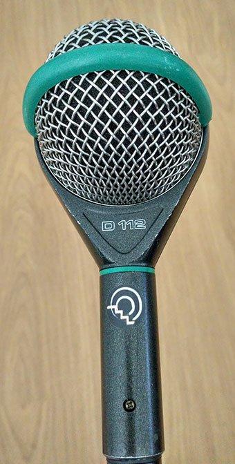 micrófono con pegatina